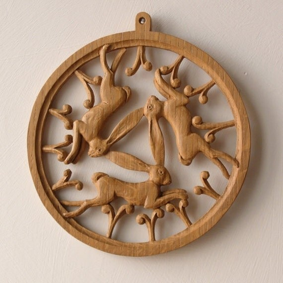 3 Hares woodcarving