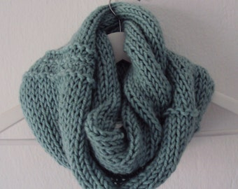 Knitted round scarf from wool