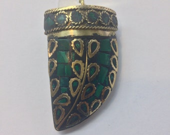 H37 Malachite Tibetan Horn Pendant