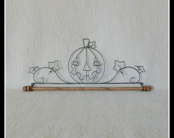 Pumpkin, Jack-O-Lantern Quilt Hanger ~ Gray Wire ~ 7.5, 12, 16 or 22 Inches Wide ~ Made in the USA