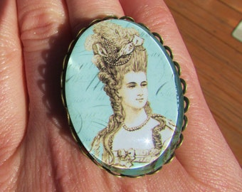 Victorian Adjustable Brass Ring with Marie Antoinette Image Under Polished Glass