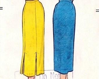 Vogue 9111 Slim Skirt with Inverted Pleats 1960 / WAIST 26 UNCUT
