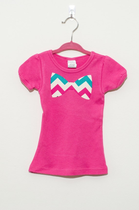 pink chevron bow tie fitted shirt in size 2t