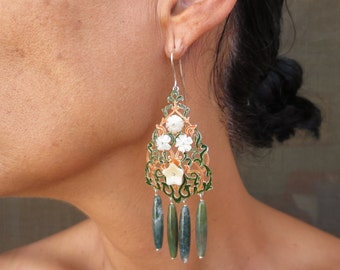 Arabesque openwork earrings with agate. Hook closure. Reference: 00-0007.