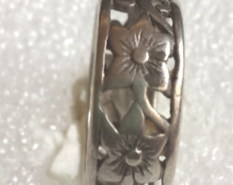 lovely  flowers 925 sterling silver wide band ring  size 6