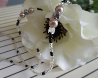 Beaded necklace for eyeglasses