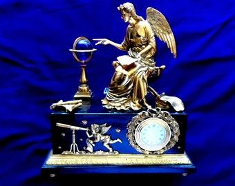 A Victoria and Albert Museum Quartz Clock - Clocks - Collectibles