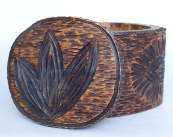 Round Wooden Box Handmade For Jewelry Geometric Lines Leaves Vintage Look