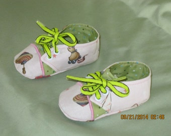 Girls Sneaker Style Fabric Baby Booties: Item 0034