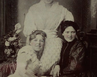 Antique Tin Type Photo - A Trio Of Affectionate Beauties