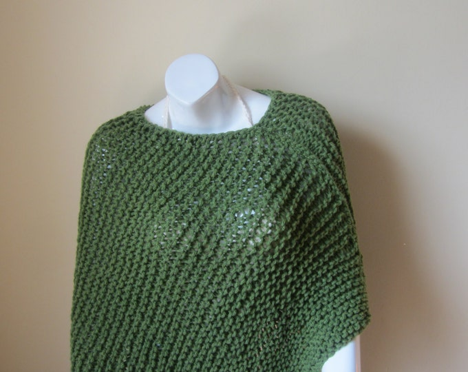 PONCHO CHUNKY KNIT  grass green poncho, womens poncho, festival clothing, gypsy, hippie, Boho,  asymmetrical poncho, Wool blend