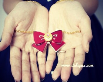 Sailor moon bow red mirror laser cut necklace