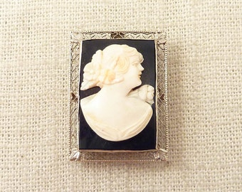 Antique Deco 14K White Gold Filigree Frame Black & White Carved Agate Cameo Pendant Brooch