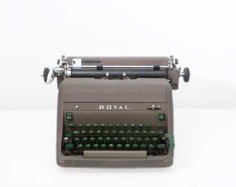 Vintage 1952 Royal HHE Model Typewriter
