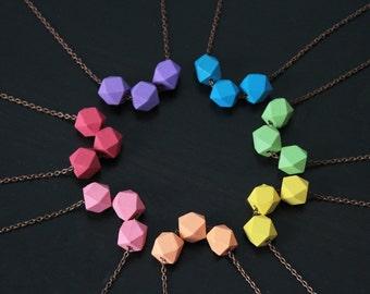 Collier pastel : perle bois géométrique dodécaèdre, couleurs au choix