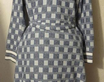 Vtg 60s Grey White Blue Checked Op Art Print  A-Line Long Sleeve Dress