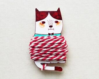 Handmade Cat Thread Holder with 4.5 Meter Bakers Twine - Shrink Plastic Thread Holder