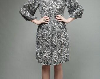 vintage 70s day dress gauzy cotton black white paisley accordion pleates ONE SIZE
