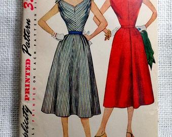 Vintage Pattern Simplicity 4620 Sewing pattern 1950s full skirt dress Bust 34 Rockabilly V neck Tie shoulders New Look Dress
