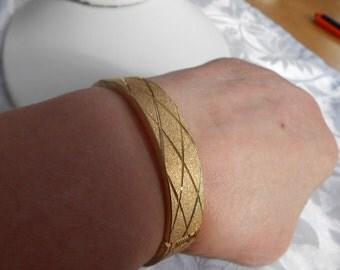 Vintage bracelet, diamond etched hinged cuff bracelet, gold plate bracelet, 7 inch bracelet, vintage jewelry