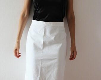 vintage minimal pure white knee-length skirt
