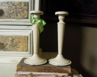 Vintage Pair Ivory Metal Candle Holder / Wedding Candlestick Holders / Cottage Chic Style / Candlesticks / White Candlesticks