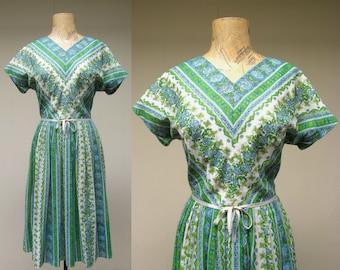 Vintage 1960s Dress / 60s Cotton Voile Floral Day Dress / Medium