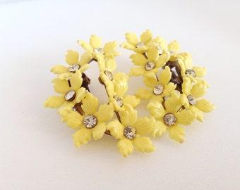 Sunny Yellow Blossom Rhinestone Earrings - Molded Plastic clear rhinestones Flowers Daisy Daisies Bouquet bright light clips clipon clip-on