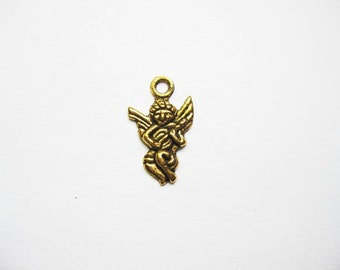SALE - 10 small Cupid Charms in Gold Tone - C1771