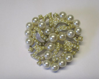 Vintage Ivory Faux Pearl Round Brooch in Gold tone Metal, Bridal Brooch, Mother of the Bride Brooch, Bridal Bouquet Brooch