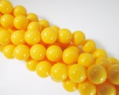 30 Vintage 10mm Bright Yellow Acrylic Beads Bd1195
