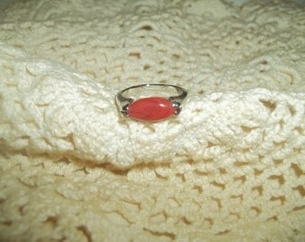 Sleek Elegant Silver Ring With A Red Marbled Stone Size 8