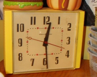 Rock around the Clock with this vintage General Electric clock!