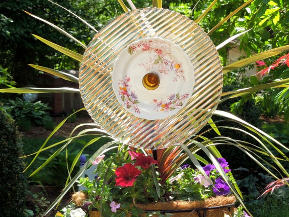 Garden and yard sun catcher recycled glass garden plate - Recycled glass for gardens ...