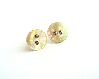 White stud earrings simple made of vintage buttons minimalist stud earrings upcycled jewelry mother of pearl earrings repurposed jewelry
