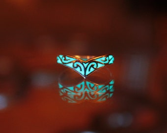 Celtic design ring GLOW in the DARK