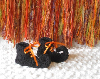 Crochet baby booties Halloween witch curled curly toe Elf shoes slippers socks black and orange