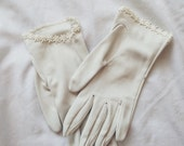 Vintage 60s Daisy Gloves