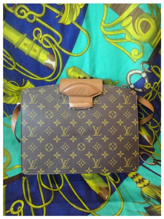 90s Vintage Louis Vuitton rare monogram shoulder purse. very chic and mod. Unisex