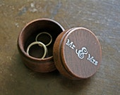 "Wedding ring box.  Rustic wooden ring box, ring bearer accessory, ring warming.  Small round ring box with ""Mr & Mrs"" design in white."
