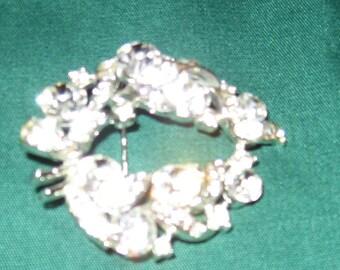 Vintage Usner rhinestone brooch