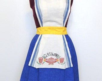 Cottage chic apron, country chic apron,  retro apron,  womens apron, Kitsch apron, 50s style apron with vintage embroidery towel