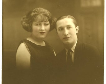 Nice 1930s Portrait of a Young Couple