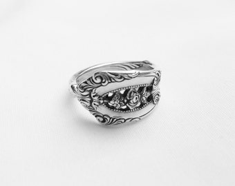 Beautiful Detailed Antique Sterling Ring