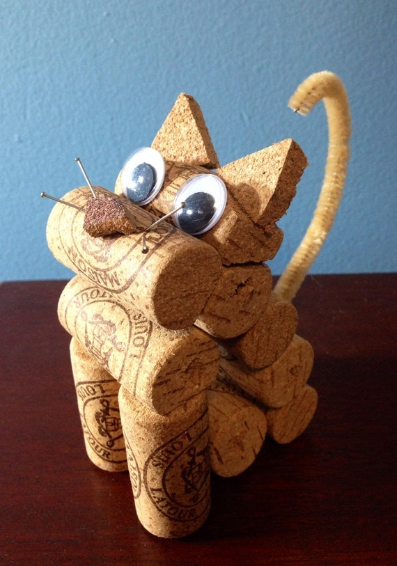 Cat figurine made from recycled corks - Decoration avec des bouchons de liege ...