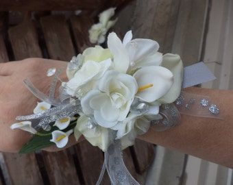 White Real Touch Calla Lily Silk Wrist Corsage / Wedding Wrist Corsage / Prom Wrist Corsage / Prom Flowers / White and Silver Prom Flowers