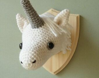 Unicorn taxidermy - Crochet mounted unicorn head faux taxidermy - Unicorn amigurumi - Unicorn wall hanging - Mounted unicorn head
