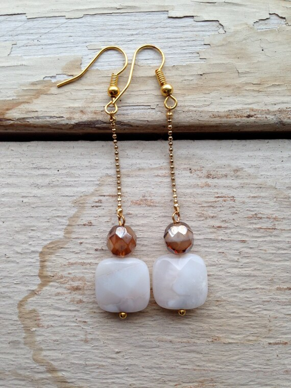 Dangling earrings with gold chain and faceted stones