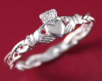 Claddagh ring, ladies silver claddagh ring on celtic rope band.