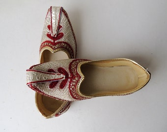 Child Boy Embroidery Shoes White and Red, Size 7, 9 and 11,   Ethnic